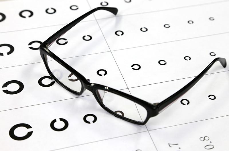 白目が目頭から黒目に三角形状に伸びて来る病気です