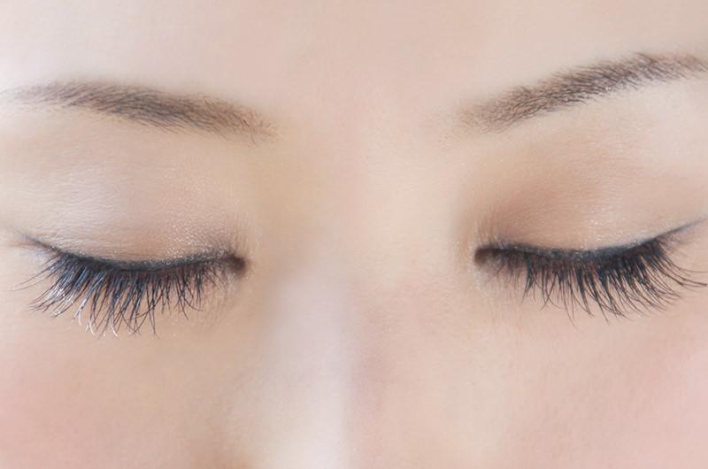 まつ毛が角膜に当たった状態を言います